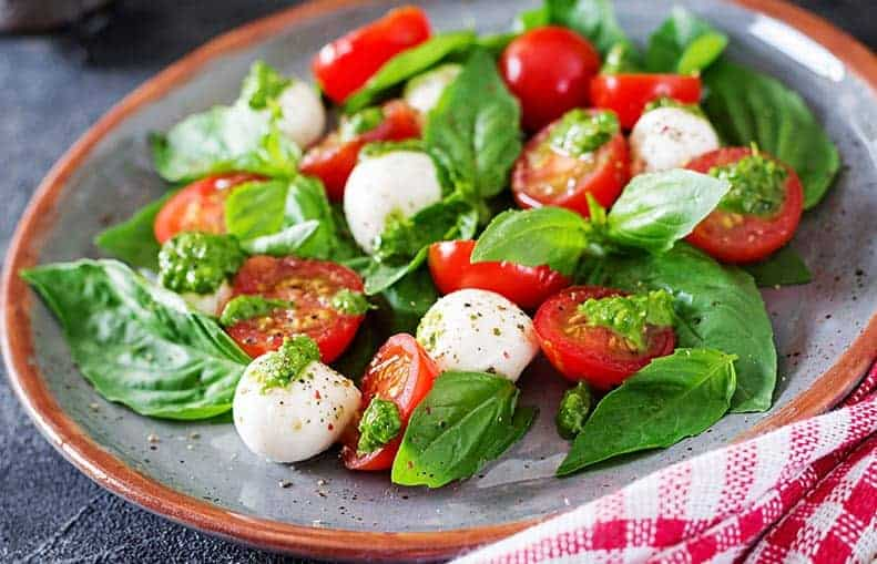 Parallelo Health - your source for health, workouts, food, supplements and more - blog - 10 Healthy Snacks That Keep You Slim - Caprese Salad