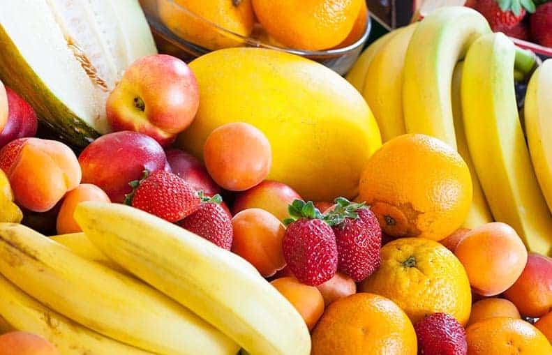 Parallelo Health - your source for health, workouts, food, supplements and more - blog - 10 Healthy Snacks That Keep You Slim - fresh fruit and veggies